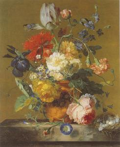 Bloemstilleven in een terracotta vaas, met rechts een vogelnest met eieren, op een marmeren blad