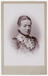 Portret van Wilhelmina Sophia Johanna Sabina Hubrecht (1854-1909)