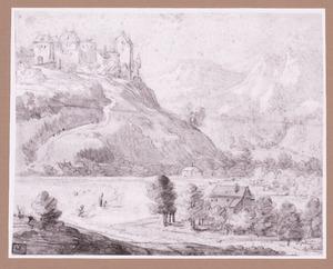 Berglandschap met kasteel op een heuvel