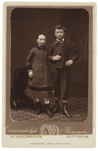 Portret van een meisje, mogelijk Margaretha van Oordt (1869-1938) en een onbekende jongen