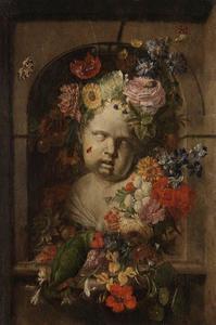 Borstbeeld van een kind in een met bloemen versierde nis
