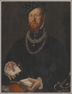 Portret van een man met een pak kaarten in de hand