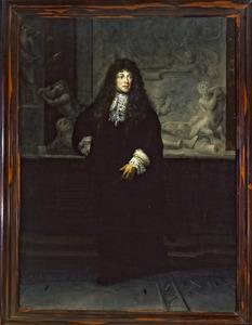 Portret van Petrus Francius (1645-1704) staande voor het grafmonument van Michiel de Ruyter