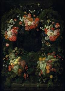 Krans van bloemen en vruchten rond een nis.