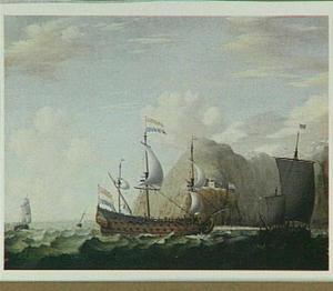 Hollandse schepen in een woelige zee voor een rotsachtige kust