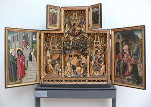 De presentatie van Maria in de tempel (binnenzijde linkerluik); De visitatie (binnenzijde bovenluiken); De annunciatie, de geboorte, de besnijdenis (middendeel); De aanbidding der Wijzen (binnenzijde rechterluik)