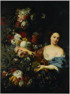 Jonge vrouw in een gedecolleteerde japon bij een bloemstilleven