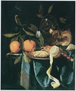 Stilleven met krabben, fruit en roemer