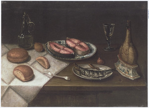 Stilleven met een porseleinen bord met moten zalm, een tinnen bord met haring en drinkgerei op een houten tafel