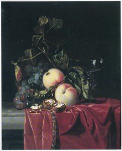 Stilleven met vruchten, walnoten en een wijnglas