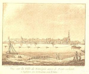 Gezicht op Nijmegen vanaf de Waal met de schipbrug