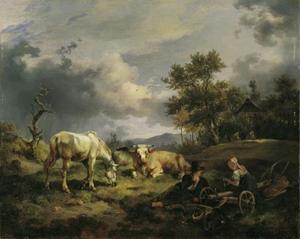 Koeienherders rustend in de wei naast hun koeien