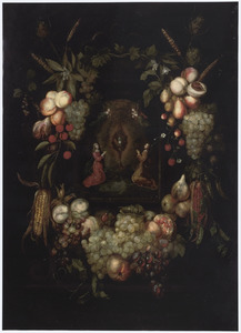 Een krans van vruchten en bloemen rondom een voorstelling van engelen in aanbidding voor een monstrans