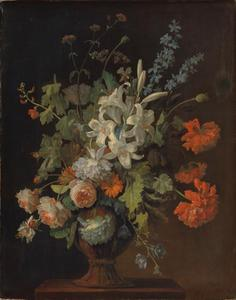 Bloemstilleven met witte lelie, rozen en slaapbol