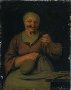 Oude vrouw die het glas heft