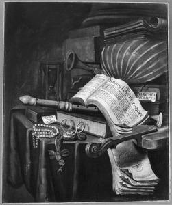 Vanitasstilleven met boeken, muziekinstrumenten, een horloge en een parelsnoer