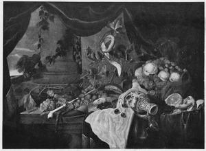 Pronkstilleven met kan en vruchten; links een doorkijk naar een landschap