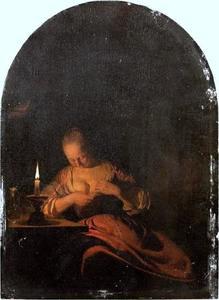 Jonge vrouw, vlooien vangend bij kaarslicht