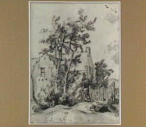 Landhuis met bomen en omheining