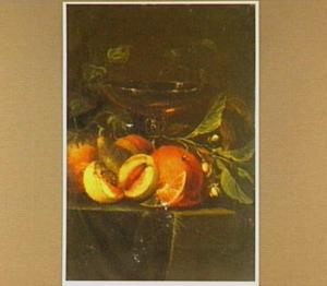 Stilleven van vruchten en een wijnglas