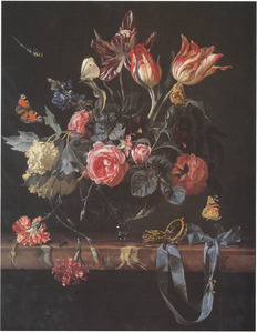 Bloemstilleven in glazen vaas met horloge en vlinders