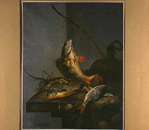 Vissen op een net op een tafel, met een hengel en een veldfles