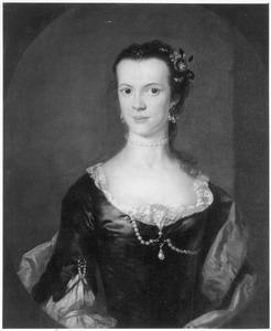 Portret van een vrouw met parelsnoer