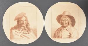 Buste van een lachende jonge man met baret; buste van een glimlachende boer(in) met hoed over muts