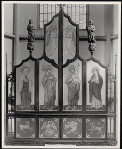 De HH. Paula en Mattheus (buitenzijde linkerluik); De HH. Johannes en Rosalia (buitenzijde rechterluik)