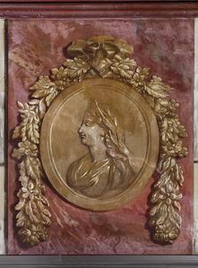 Medaillon met antieke vrouwenkop