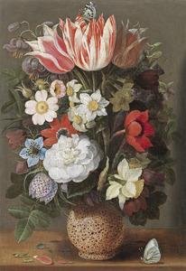 Bloemen in een vaas van serpentijnsteen, met twee vinders