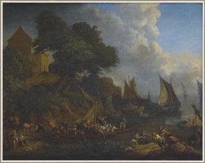 Havengezicht met diverse figuren die vracht laden op schepen