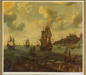 Hollandse schepen naderden de kust; in de voorgrond een strandje met visverkoop
