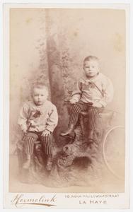 Portret van Adriaan Jacobus Paulus (1889-?) en Johan Cecil Arnold Jozias Paulus (1888-?)