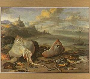 Vissen op het strand; links een fort en een haven
