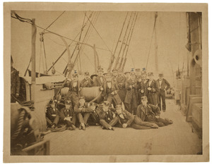 Portret van de bemanning van zeilschip 'Ardjoeno'