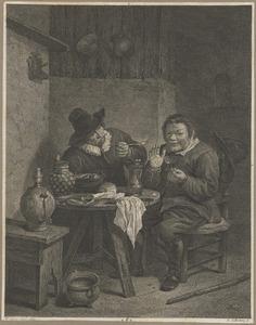Twee mannen aan een tafel in een interieur