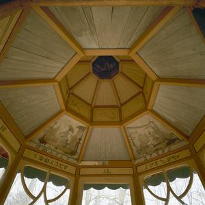 Koepelplafond met twee vakken beschilderd met chinoiserieën