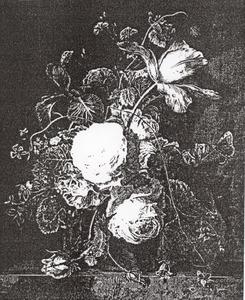 Bloemstilleven in een terracotta vaas op een stenen plint