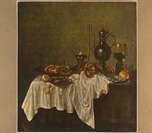 Stilleven met fluitglas, roemer, liggende beker en krab