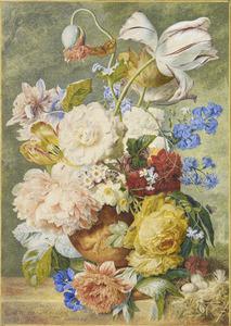 Bloemstilleven in een terracotta vaas op een marmeren balustrade met gentiaan, anemonen en vogelnest