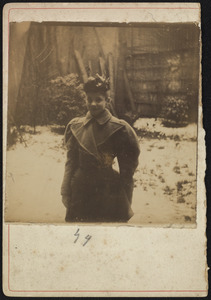 Portret van Geesje Kwak in de sneeuw