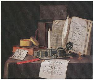 Vanitasstilleven met inktstel, documenten en schrijfgerei op een gedekte tafel