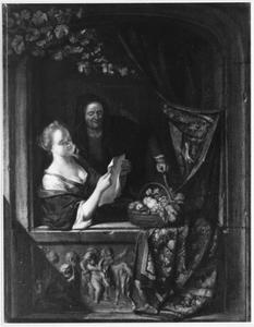 Brief lezende jonge vrouw met een oude vrouw in een venster