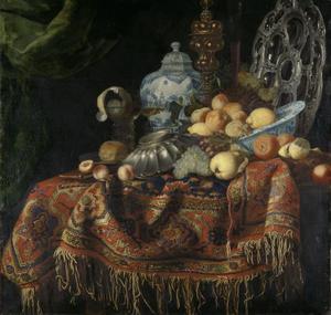Stilleven op een tafel met een oosters tapijt