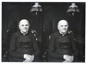 Portret van een vrouw, waarschijnlijk Cornelia Maria Broers (1836-1908)