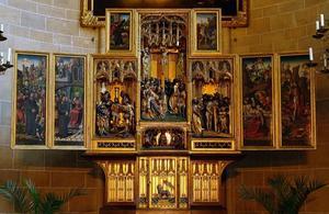 Christus in Gethsemane, de gevangenneming, Christus voor Kajafas, Christus voor Pilatus (binnenzijde linkerluik); De kruisdraging (binnenzijde linker bovenluik); De geseling, de doornenkroning, Ecce Homo, de kruisiging (middendeel); Christus in Limbo (binnenzijde rechter bovenluik); De kruisafneming, de graflegging, de opstanding (binnenzijde rechterluik)