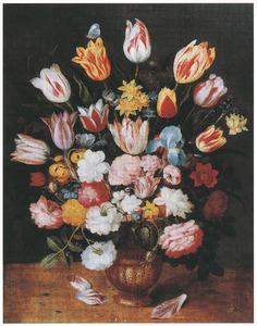 Bloemen in een vaas van serpentijnsteen