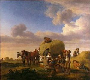 Rustende boeren tijdens het hooien