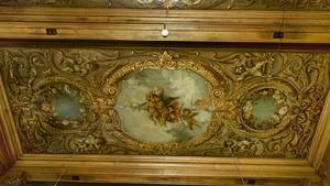 Plafonddeel met drie velden waarin putti onder meer de liefde tussen Mars en Venus verbeelden